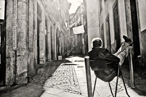 Tableau photo design Homme endormi.Tableau design Porto.Tableau photo décoration murale. Tableau toile photo